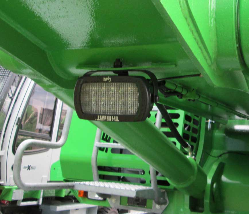 Luz LED Trilliant White Light deGrote en equipo agrícola