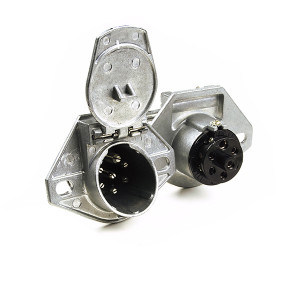 Heavy Duty 7-Way Socket With Enclosed Terminals