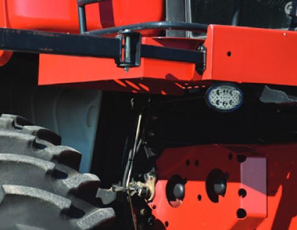 Faro de trabajo LED Grote ovalado en un tractor
