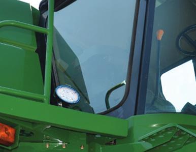 Lámpara de trabajo LED Grote ovalada en un tractor