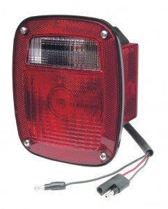 Luz de frenado/trasera/direccional Torsion Mount®, con marcadora lateral y terminación moldeada de conector flexible