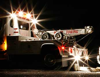 Grote lights on a tow truck