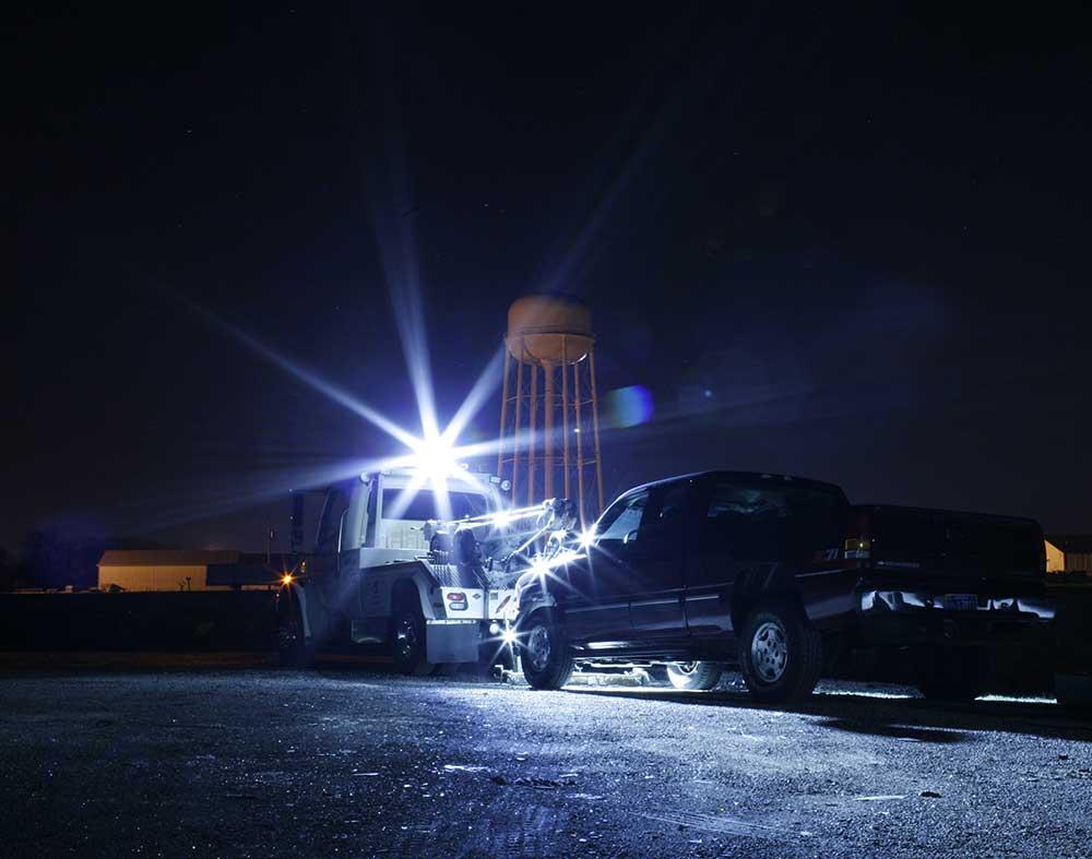 LED-Leuchten von Grote an einem Abschleppfahrzeug