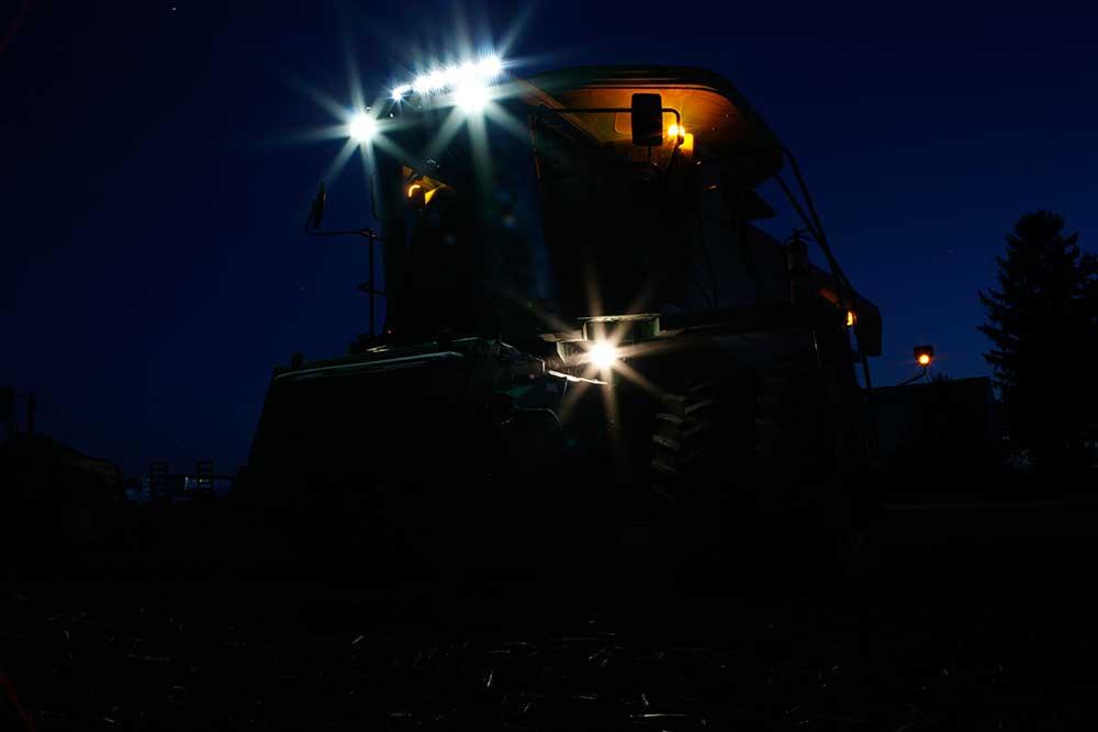 LED-Leuchten von Grote an einem Traktor
