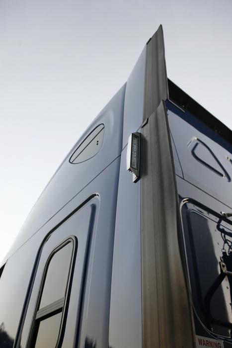 Grote LED Fairing Light on heavy duty truck